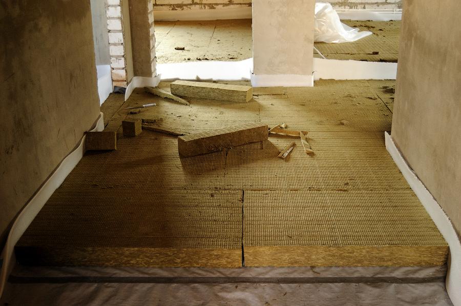 Утеплитель для пола по бетону — эффективные способы утепления