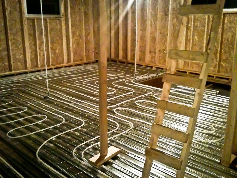 Делаем теплый пол в каркасном доме, какой утеплитель и метод выбрать?