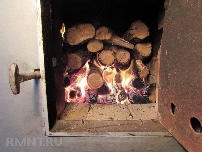Какими дровами лучше топить баню: дубовые, из клена
