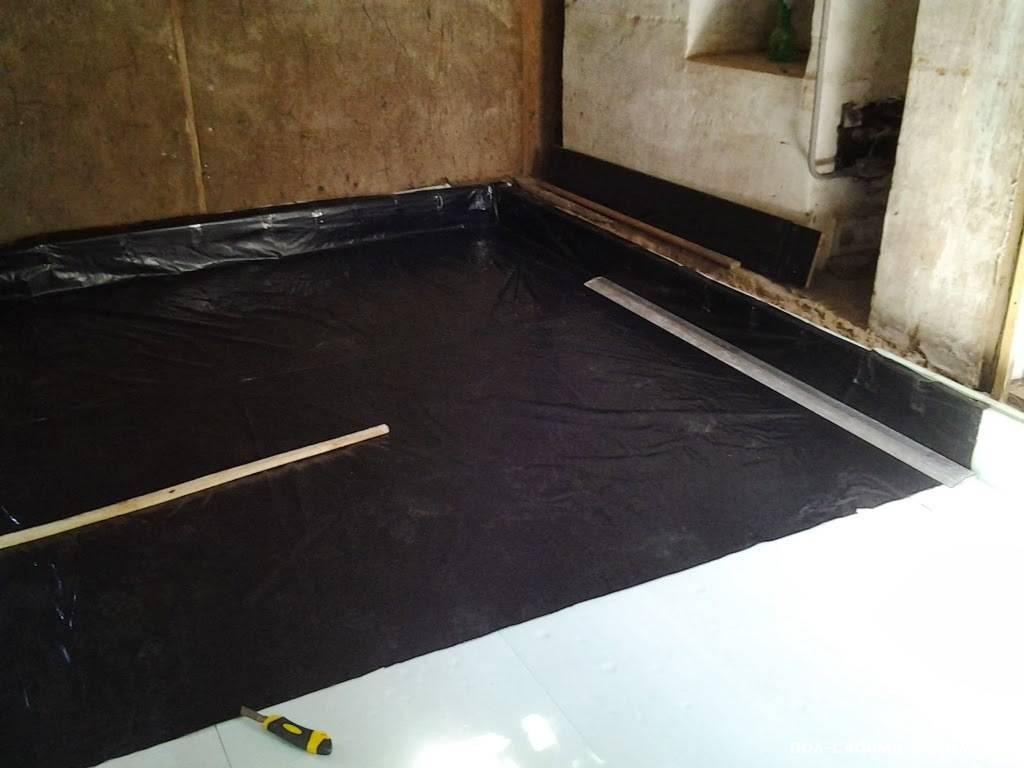 Гидроизоляция до или после стяжки пола, поверх сухой и бетонной стяжки в квартире, нужна ли гидроизоляция черновой стяжки, фото и видео примеры
