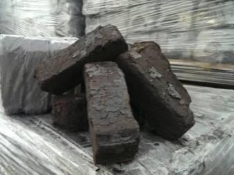 Брикеты торфяные топливные и древесные: прессованные и производство, отопление