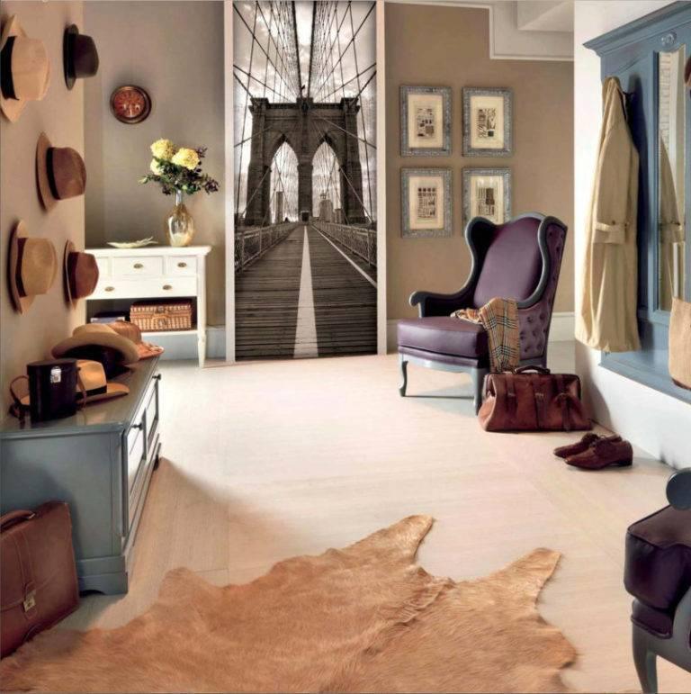 Дизайн коридора в квартире с комбинированными обоями двух цветов: реальные фото