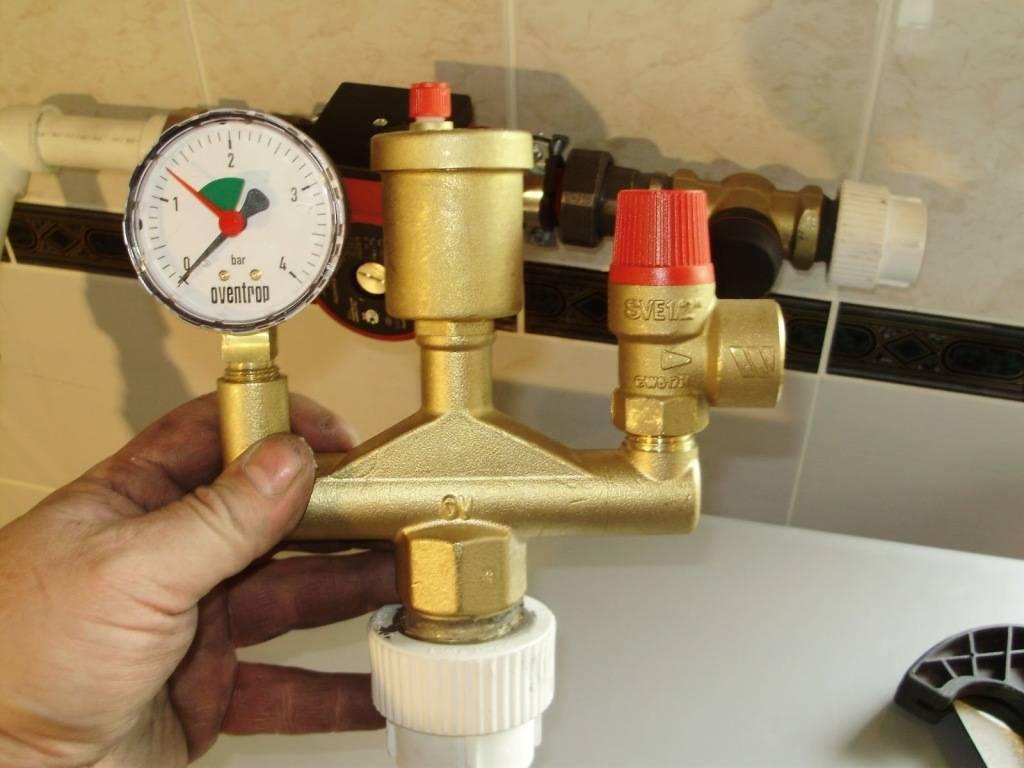 Давление воды в системе отопления частного и многоквартирного дома - какое должно быть, почему падает и повышается