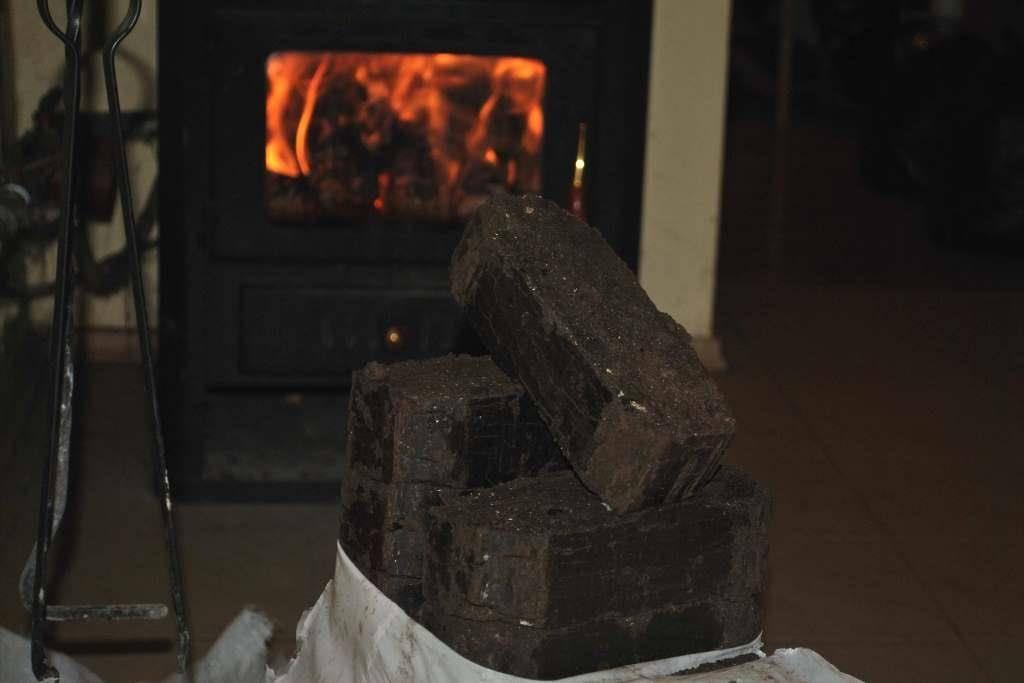 Как топить печь углем правильно: секреты и особенности