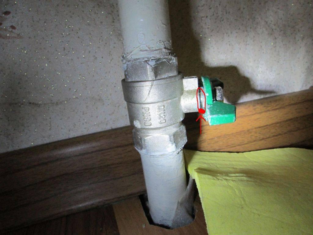 Как устранить течь водопроводной трубы и радиатора отопления