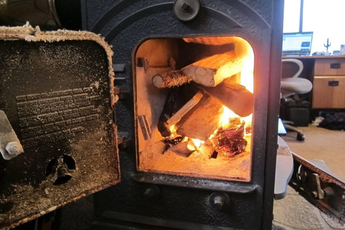 Можно ли и как правильно топить печь углем