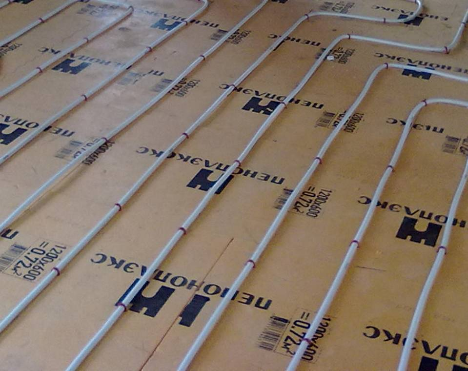 Пол в каркасном доме на винтовых сваях: утепление, конструкция, устройство, фото