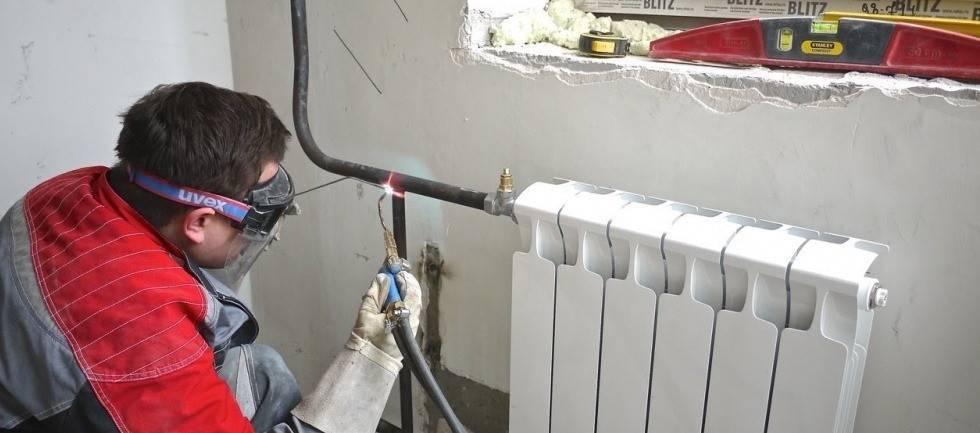 Установка радиатора отопления своими руками: как правильно установить, правила, схема, способы установки батареи на фото и видео