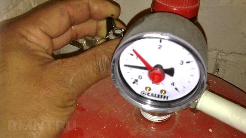 Отклонение от нормы опасно! как не допустить перепадов давления в системе отопления в частном доме?
