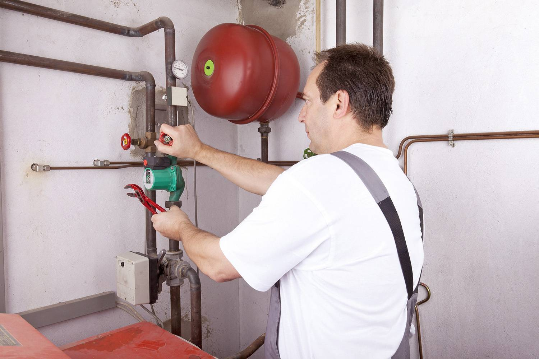 Как долить воду в систему отопления дома и что нужно?