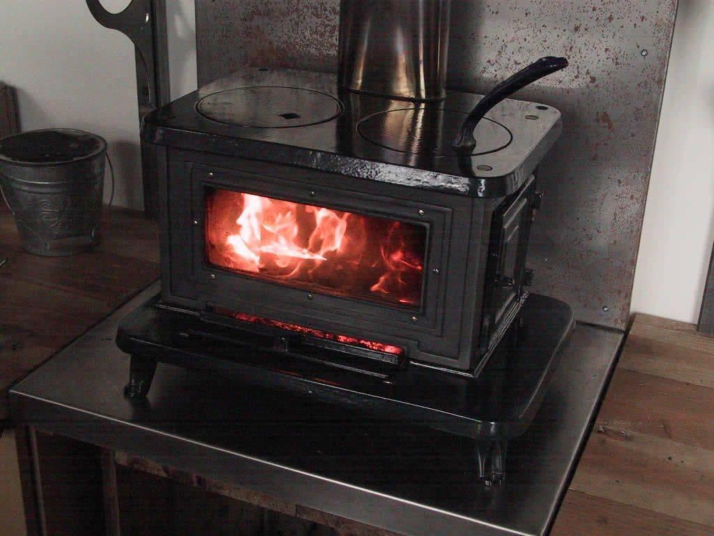 Печка для дачи на дровах: варианты изготовления своим руками